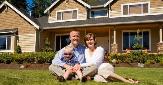 familia disfrutando de su casa