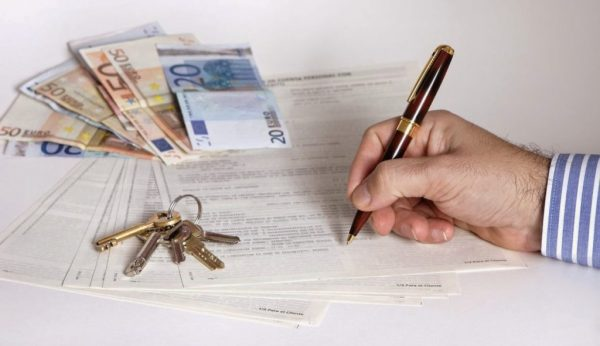 Contratos mercantiles: Características y tipos que debes conocer